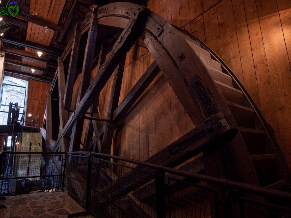 L'incredibile ruota di legno del Kamšt! Idrija