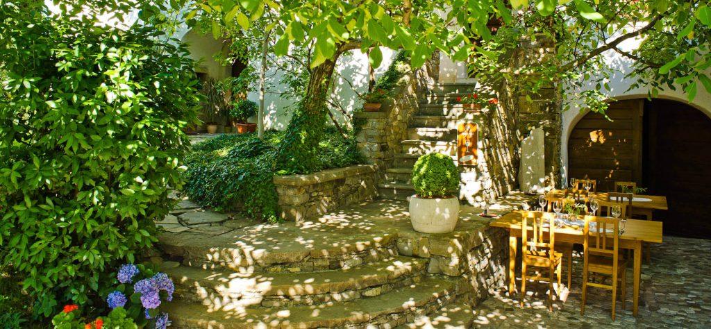 La meravigliosa location del ristorante Majerija di Chef Tomažič a Slap pri Vipavi.