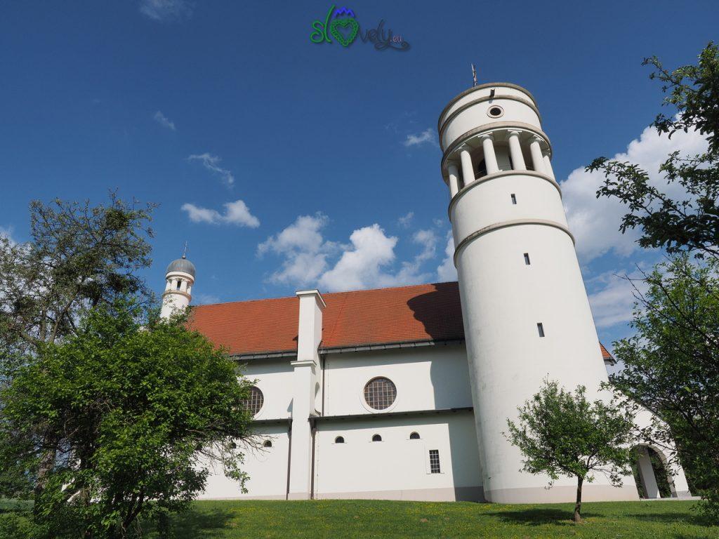 La chiesa di Bogojina, disegnata da Jože Plečnik.