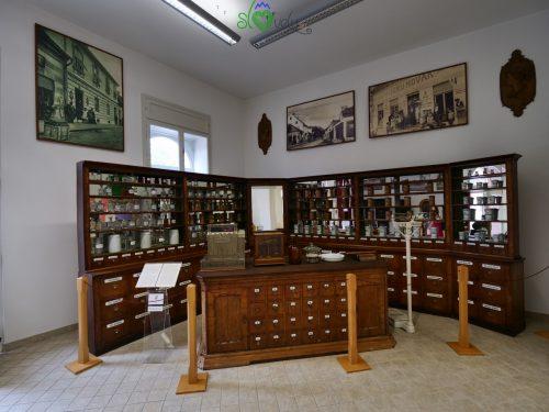 L'antica farmacia.