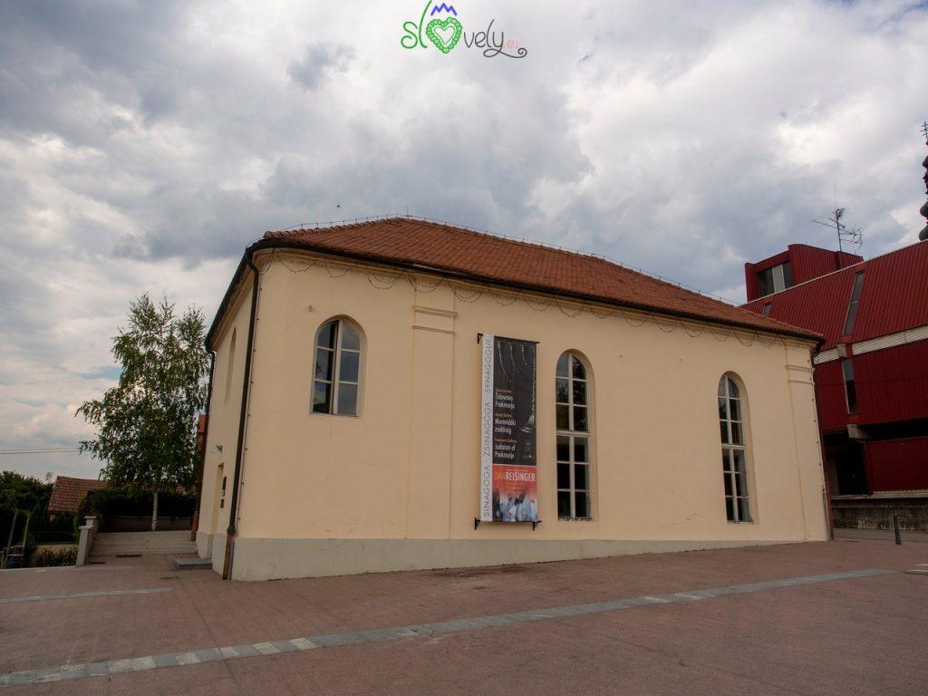 L'esterno della piccola Sinagoga di Lendava.