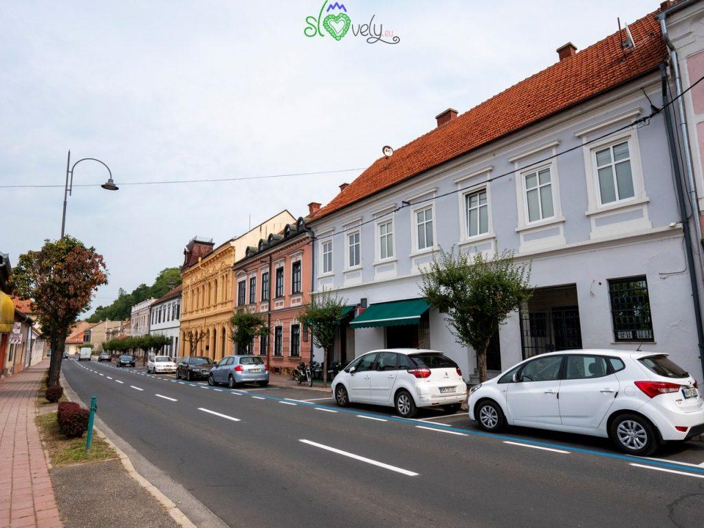 Glavna Ulica/Fő utca, la via principale della città.