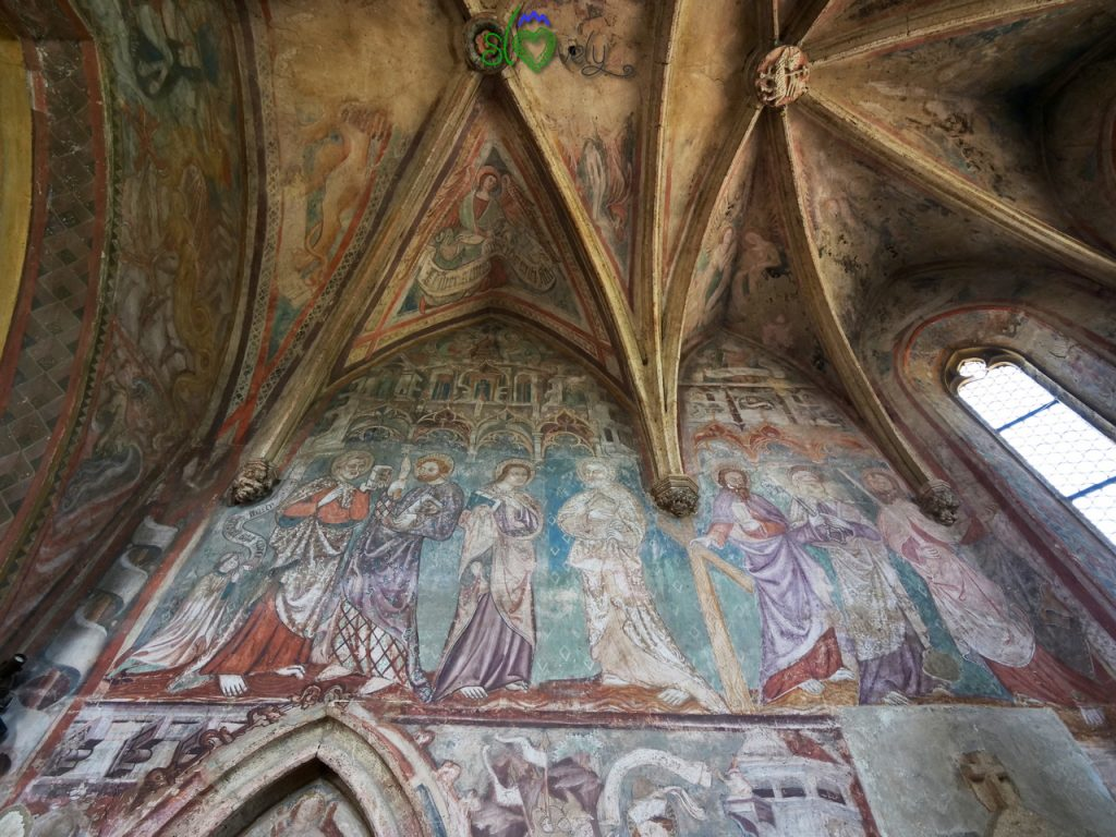 Gli splendidi affreschi di Janez Akvila nel presbiterio della chiesa di Martjanci.