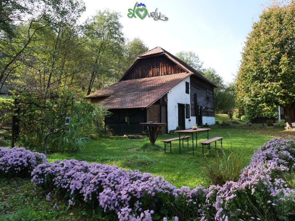 L'idilliaco Časarov Mlin visto dall'esterno.