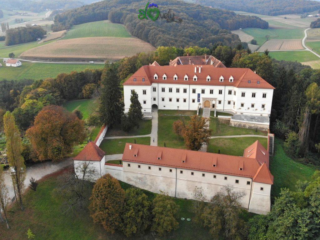 Il romantico castello di Negova visto dall'alto. Pomurje.