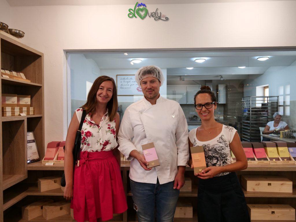 Insieme a Jasmina e Tomaž all'interno del laboratorio di cioccolata Passero. Pomurje