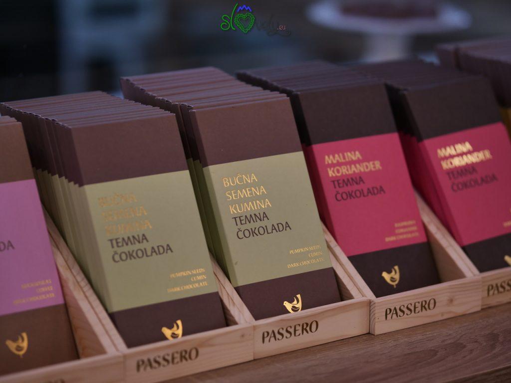 Squisite barrette di cioccolata scura ai semi di zucca e cumino, oppur elampone e coriandolo! Pomurje