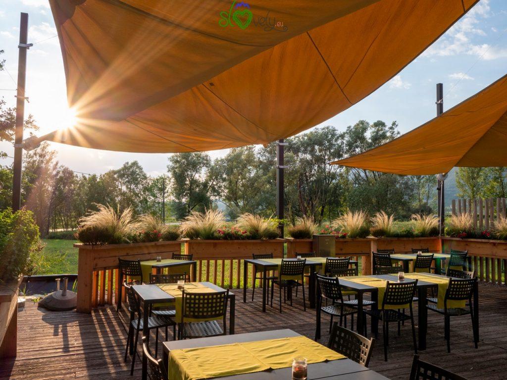 La terrazza all'aperto, il luogo ideale dove cenare durante le calde serate estive. Termika