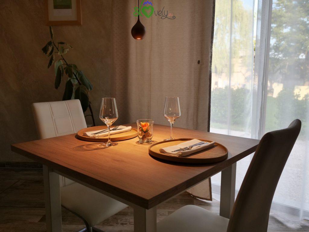 Luci soffuse, arredamento elegante, il look del ristorante Termika ci è subito piaciuto!