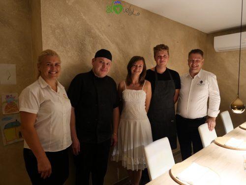 Lo staff del ristorante Termika con la nostra Sara!