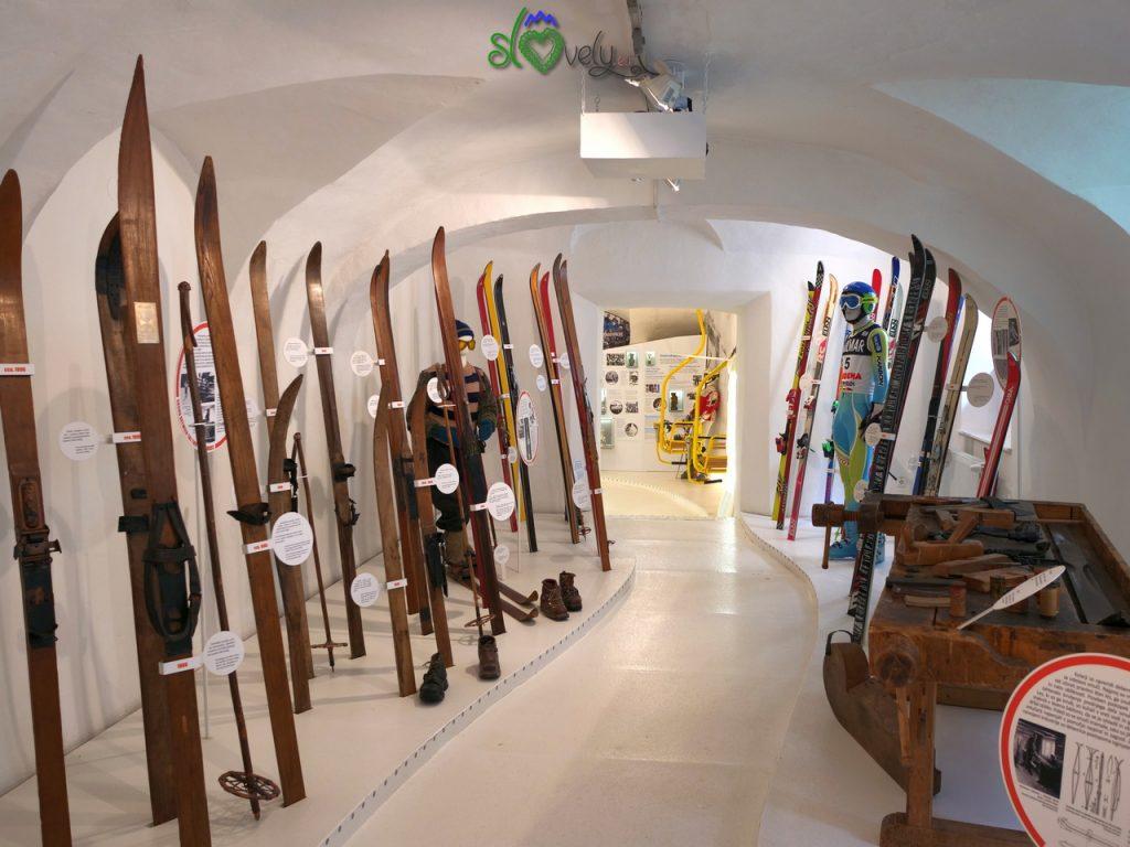 Il museo dello sci, all'interno del Tržiški muzej.