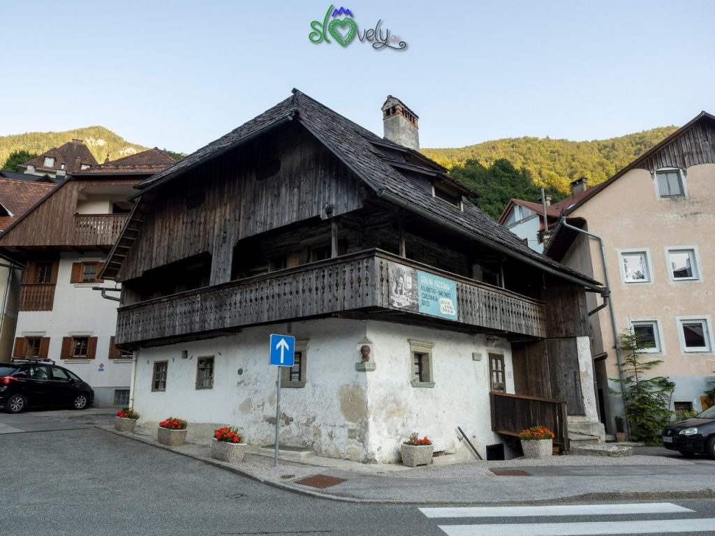 L'esterno della Kurnikova Hiša, casa storica di Tržič.