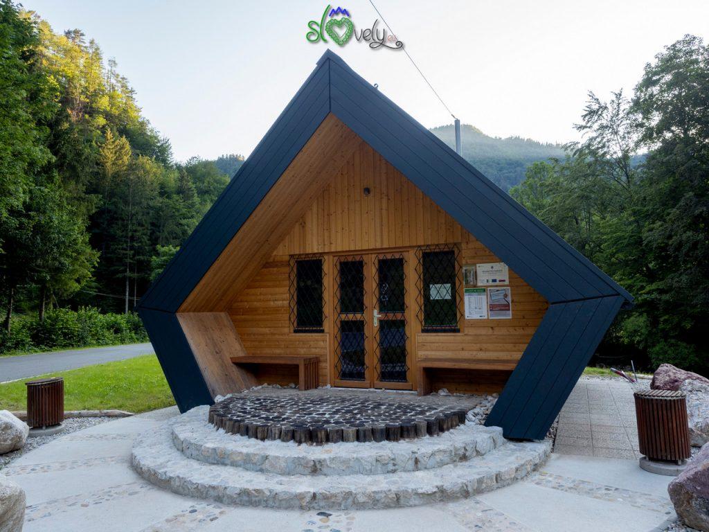 Il nuovissimo, ed ecologico, centro visite della Dovžanova Soteska.