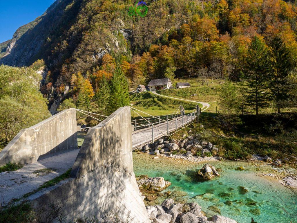 La meravigliosa valle dell'Isonzo/Soča nei colori autunnali.