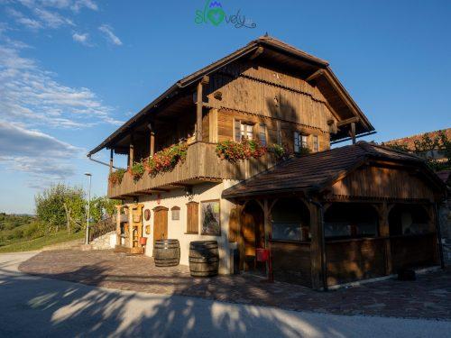 La casa del cviček a Raka.