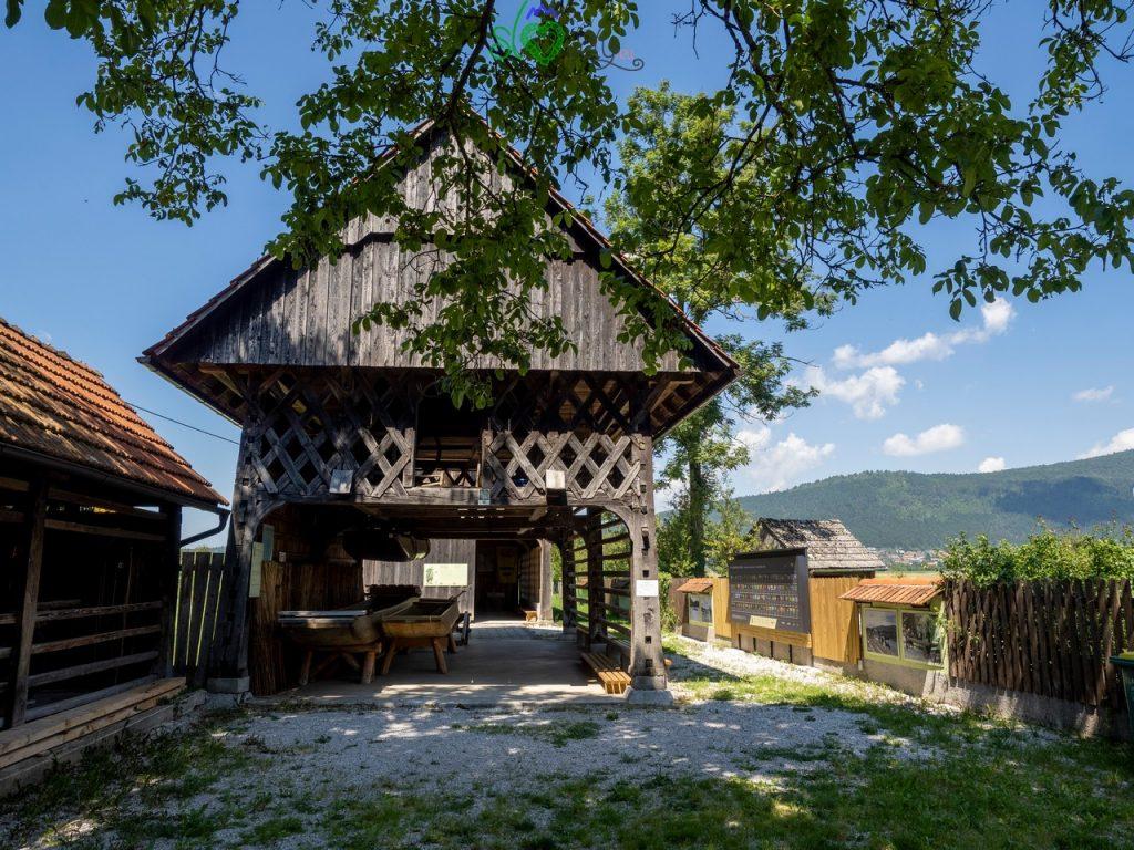 Il toplar del Muzej Cerkniškega jezera, al lago di Cerknica. Carso Verde