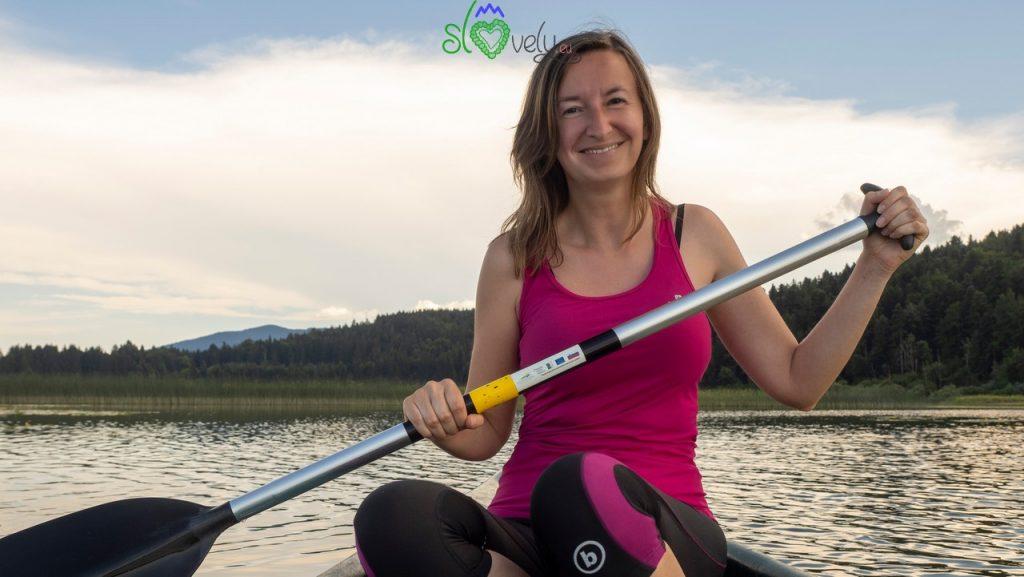 Anche Sara col remo in mano sullo splendido lago di Cerknica.