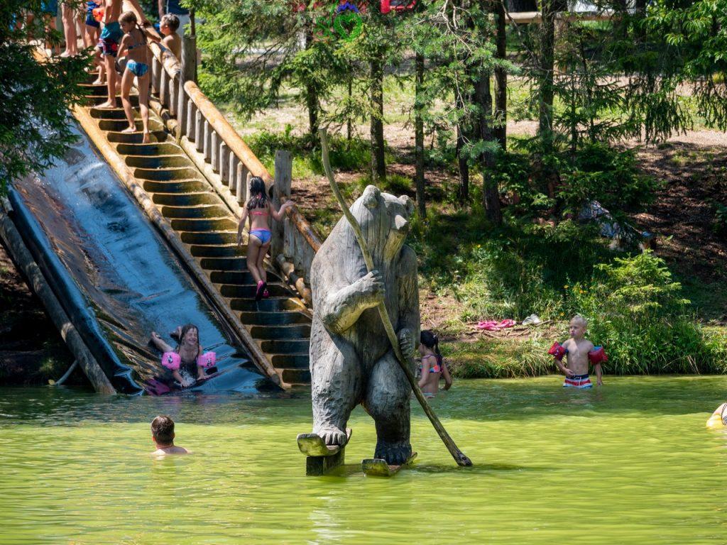 Divertimento per grandi e, soprattutti, piccini tra gli orsi del lago di Bloke!