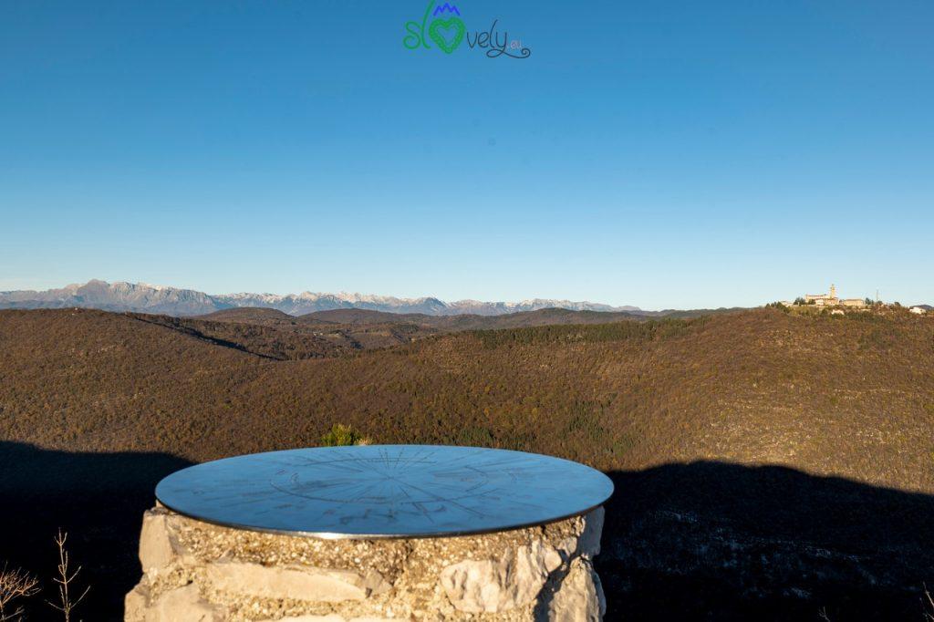 La vista dalla cima del Sabotino verso le Alpi Giulie.