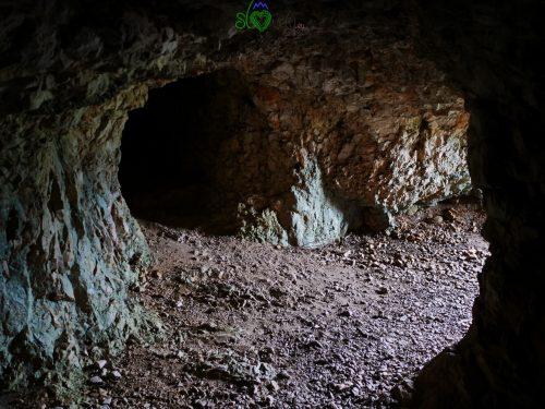 Gallerie scavate soto la cima del Sabotino durante la guerra.