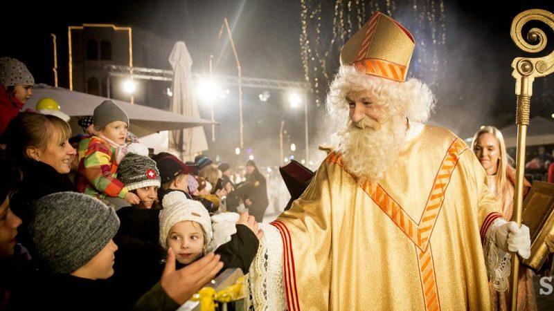 Sveti Miklavž tra i bambini di Lubiana (c) siol.net