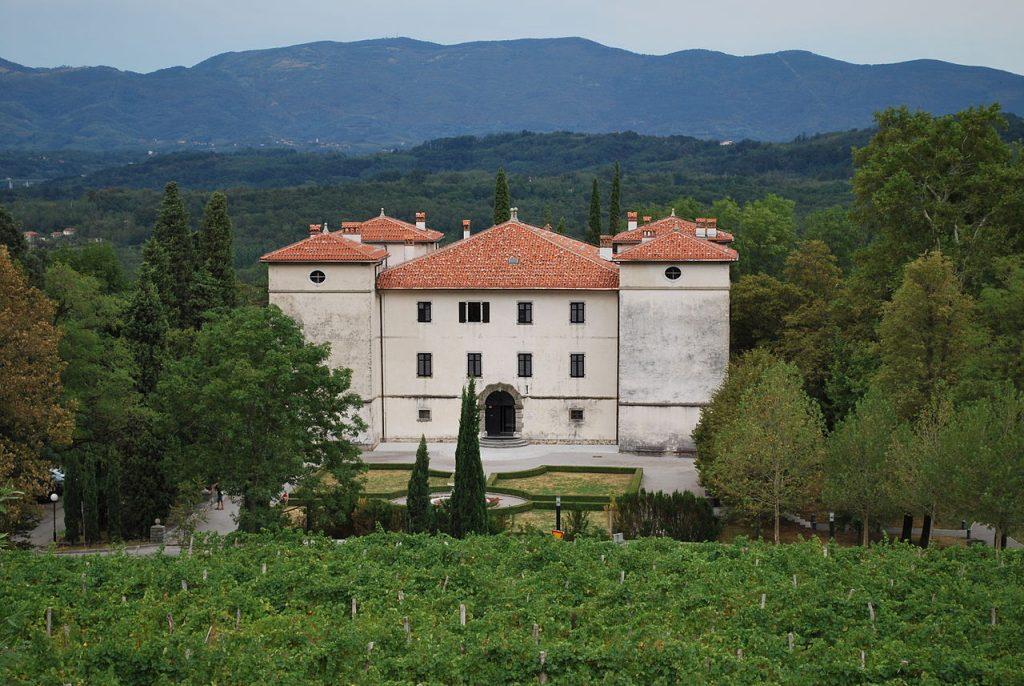 Il castello di Kromberk, oggi sede del museo regionale (foto da Wikipedia).