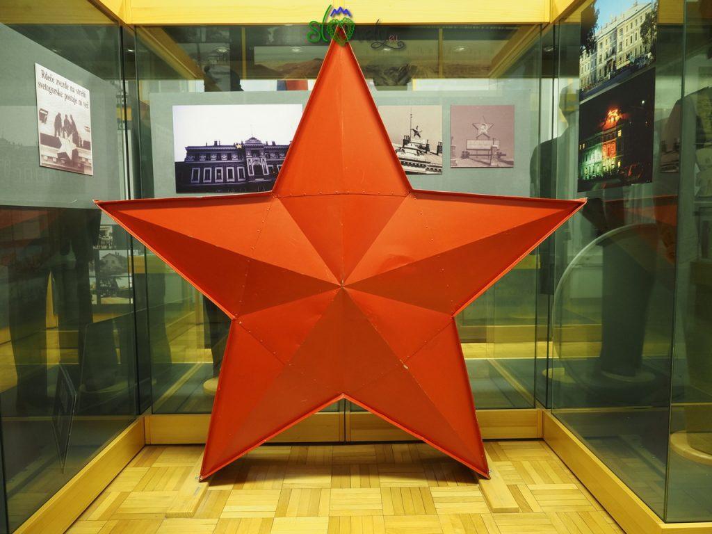La grande stella rossa che un tempo stava sulla stazione di Nova Gorica.