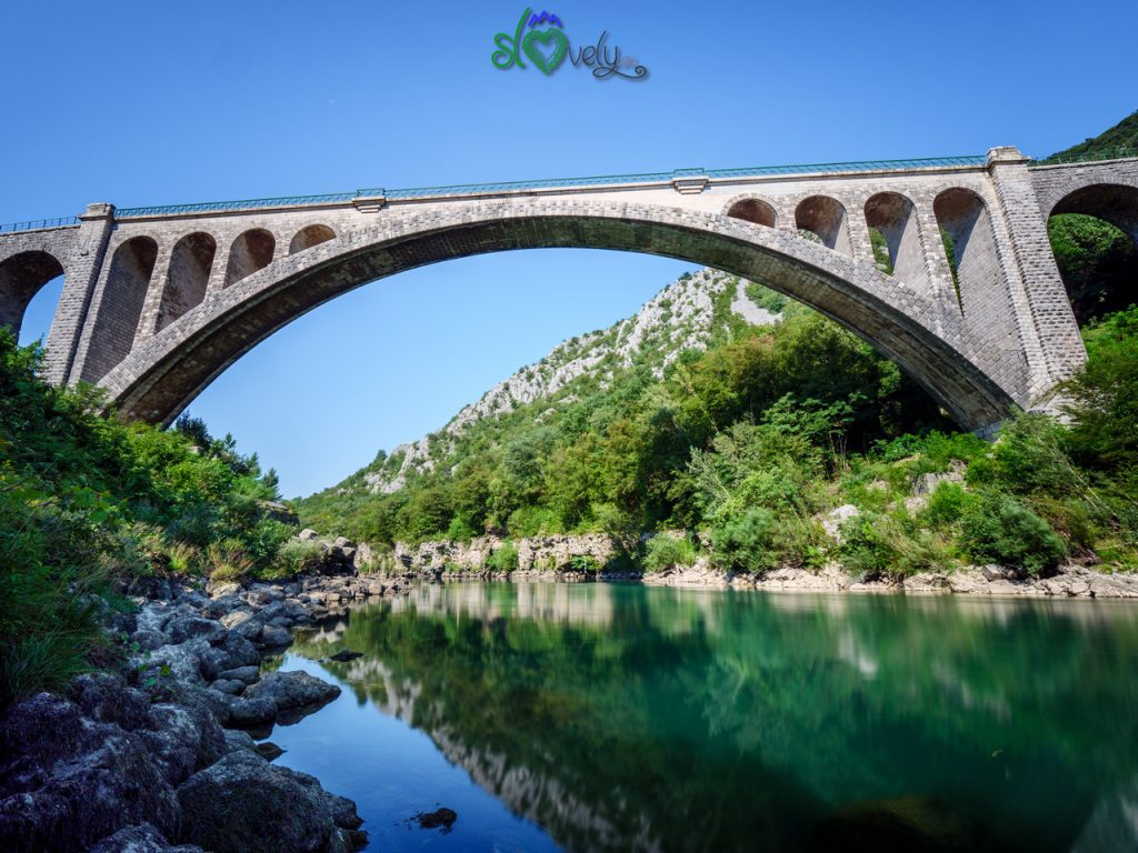 L'incredibile arco in pietra del Solkanski most sull'Isonzo.