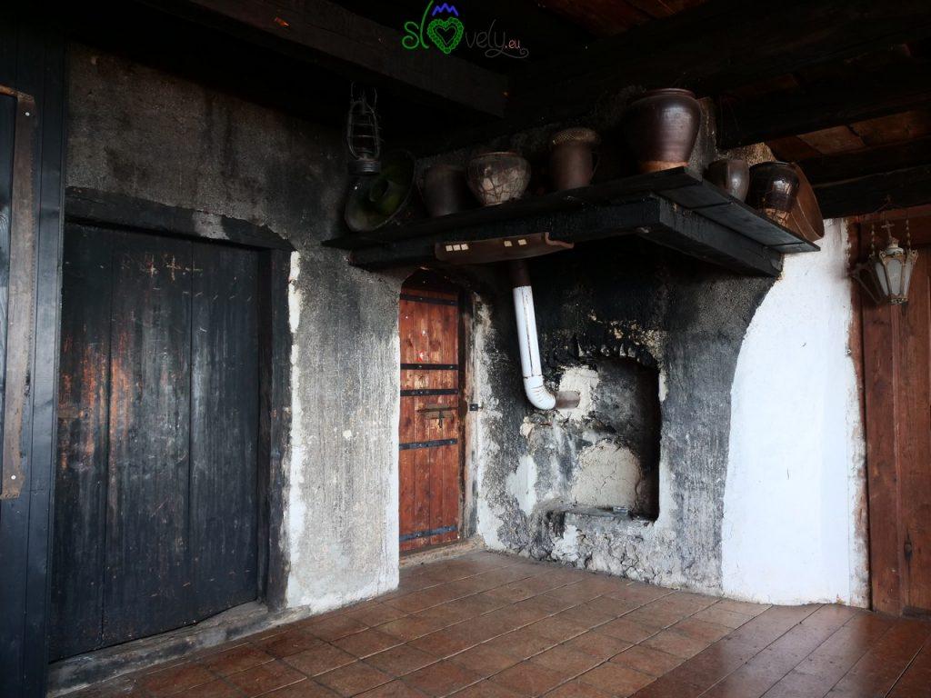 L'antica črna kuhinja della Mežnarija.