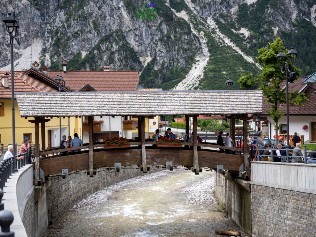 Il bel ponte coperto di Ugovizza/Ukve.