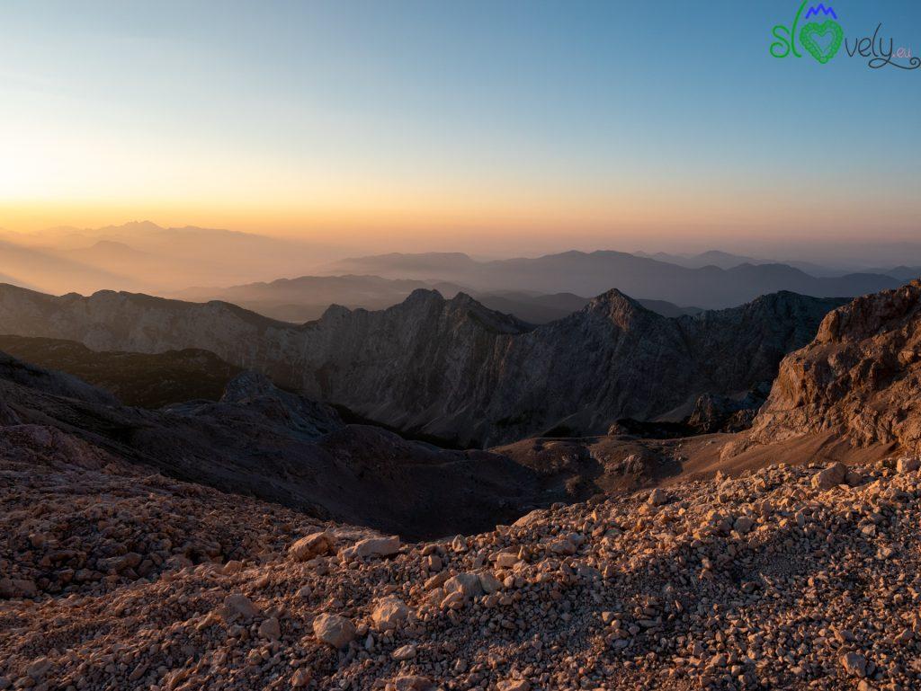 Lo spettacolo dell'alba sulla Kredarica.