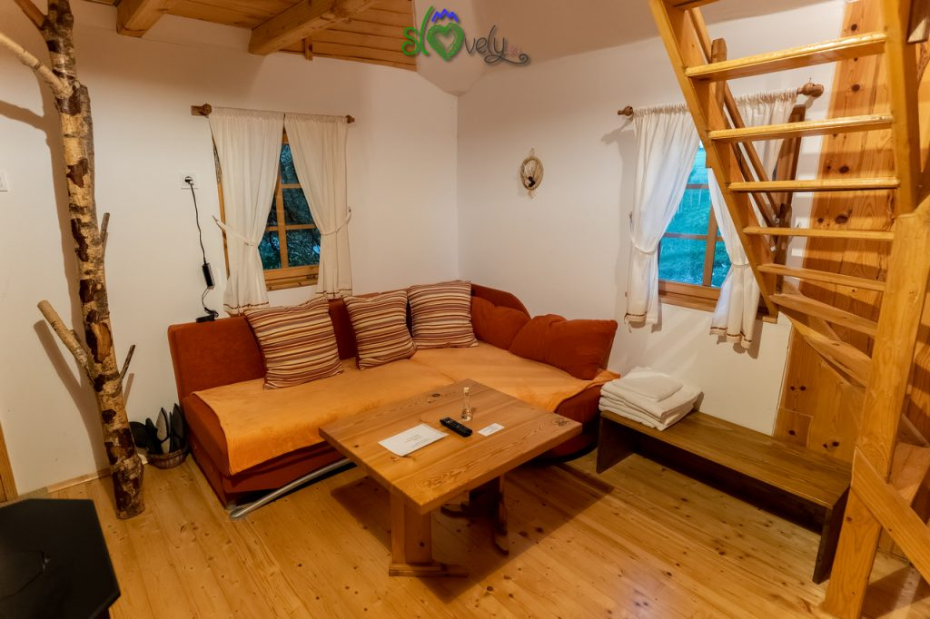 La stanza principale della casetta Gnezdece.