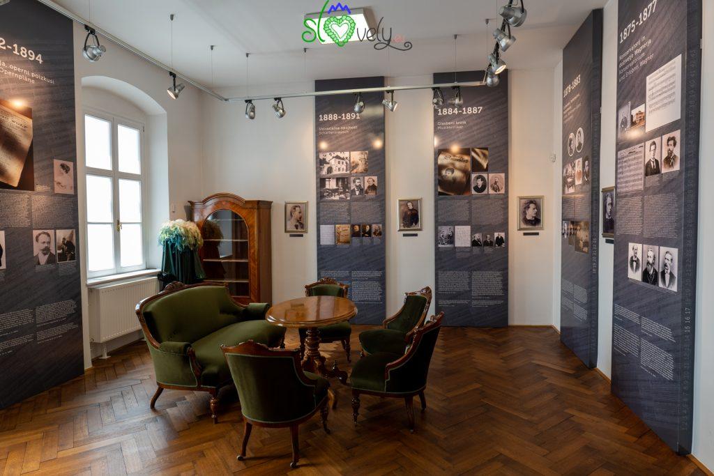 All'interno del museo di Higo Wolf.