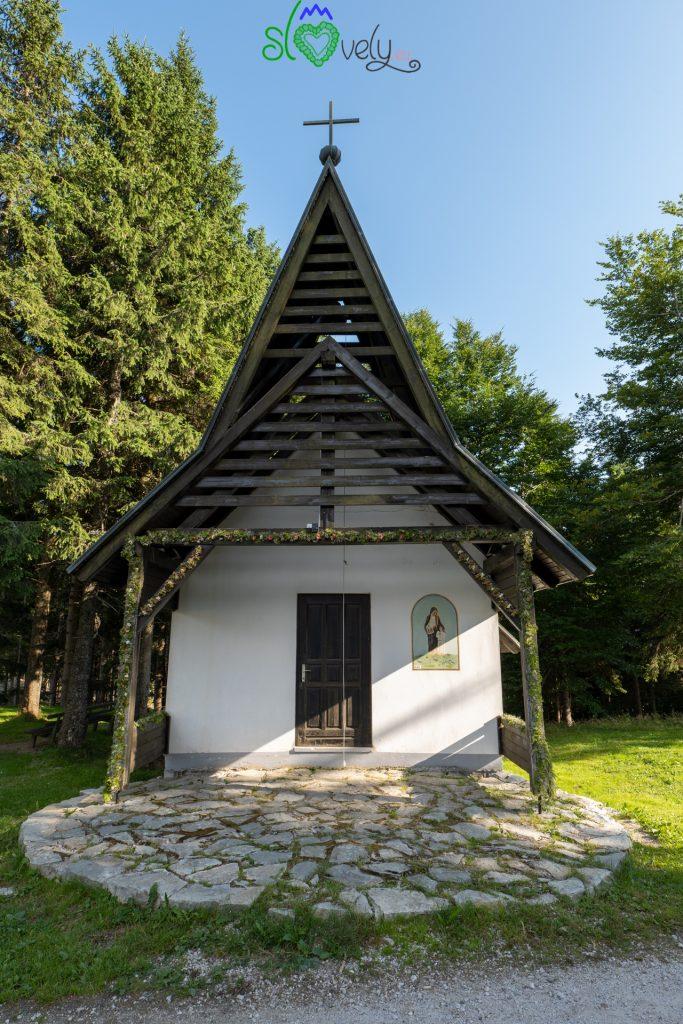 La bella chiesetta di Kope, dove ci si può anche sposare!