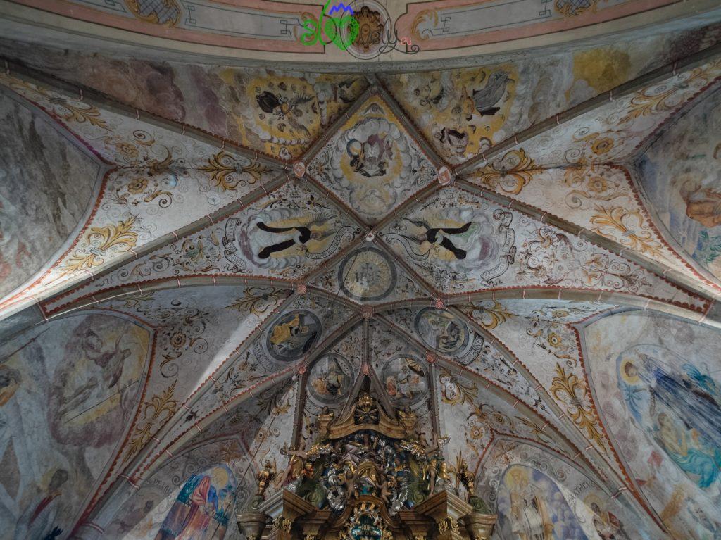 Le volte gotiche della chiesa di S.Rocco a Sele.